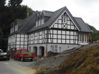 Fachwerkhaus neu bauen mit zeitgem er w rmed mmung und for Fachwerkhaus bauen
